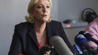 La présidente du Front national, Marine Le Pen, donne une conférence de presse à Hénin-Beaumont (Pas-de-Calais), le 19 juin 2017. (DENIS CHARLET / AFP)