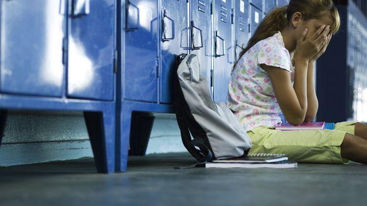 Une jeune fille stressée. Photo d'illustration. (FRÉDÉRIC CIROU / MAXPPP)