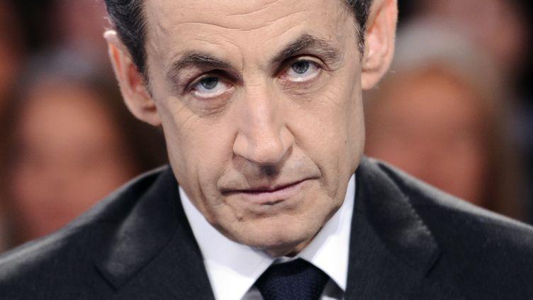 Nicolas Sarkozy pose avant une émission de télévision, le 6 mars 2012, à Paris. (LIONEL BONAVENTURE / AFP)