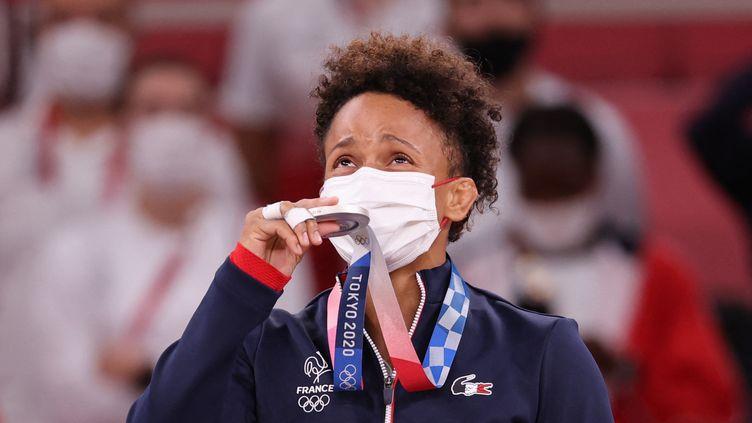 Amandine Buchard a obtenu la médaille d'argent dans la catégorie des -52kg aux Jeux Olympiques de Tokyo. (JACK GUEZ / AFP)