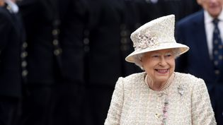 La reine Elizabeth II visite le collège de Pangbourne (Royaume-Uni), le 9 mai 2017. (KATE GREEN / ANADOLU AGENCY / AFP)