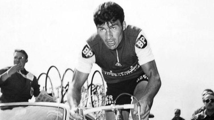 """Raymond Poulidor, le 23 juillet 1967 dans un contre-la-montre Versailles-Paris. """"Pou-Pou terminera neuvième du général, remporté par Roger Pingeon. (STF / AFP)"""