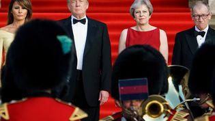 Donald Trump et Theresa May à Londres, le 12 juillet 2018. (BRENDAN SMIALOWSKI / AFP)