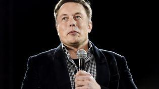 Le PDG de Tesla, Elon Musk, lors de la présentation de la Tesla D, le 9 octobre à Hawthorne (Californie). (KEVORK DJANSEZIAN / AFP)