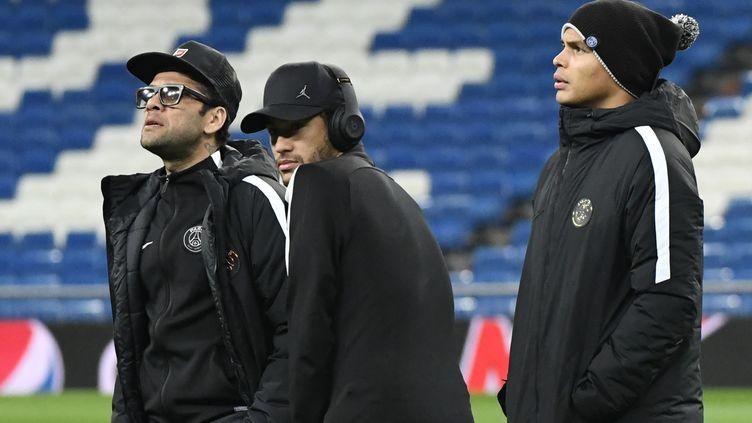 Les joueursdu PSG, Dani Alves (à gauche), Neymar (au centre) et Thiago Silva (à droite)au stade Santiago Bernabeu de Madrid (Espagne), le 13 février 2018. (AFP)