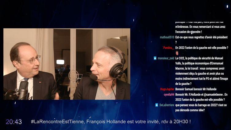 Le journaliste Samuel Etienne reçoit l'ancien président de la République, François Hollande, le 8 mars 2021, sur sa chaîne Twitch. (TWITCH)