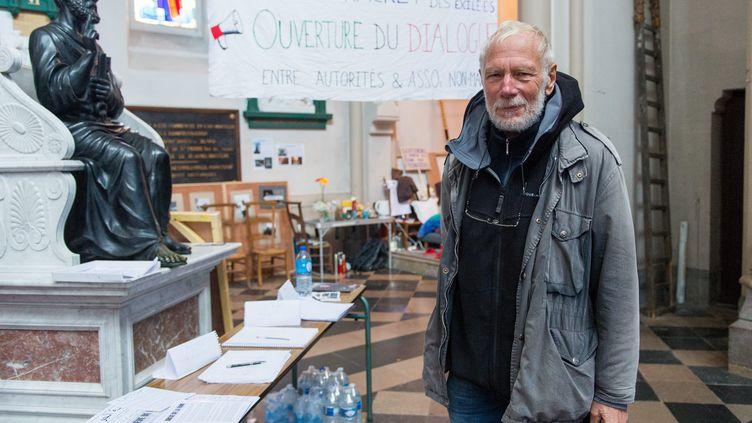 Le prêtre Philippe Demeestère et deux bénévoles du Secours catholique sont en grève de la faim depuis le 11 octobre, en l'église de Saint-Pierre de Calais. Ici, le 27 octobre 2021. (MATHIEU PATTIER / MAXPPP)