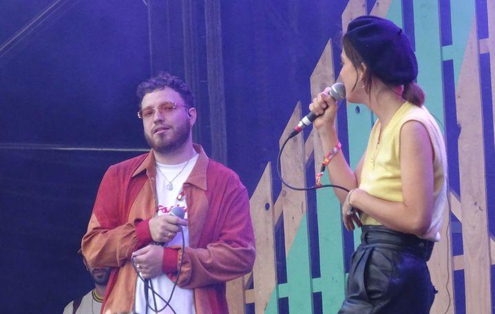 Le producteur Myth Syzer avec la chanteuse Aja (La Femme) samedi à We Love Green.  (Laure Narlian / Culturebox)