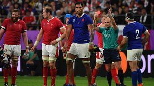 Le joueur de rugby SébastienVahaamahina, exclu du quart de finale du Mondial de rugby entre les Bleus et le pays de Galles, pour avoir donné un coup de coude à un Gallois, le 20 octobre 2019 à Tokyo (Japon). (GABRIEL BOUYS / AFP)