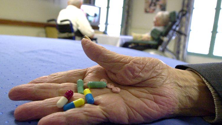 """En cas de crise, le personnel soigant organise des """"animations flash"""" plutôt que de donner des médicaments. (MYCHELE DANIAU / AFP)"""