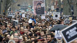 Ils étaient 100.000 dans la rue à Toulouse le 10 janvier en hommage aux victimes de l'attaque contre Charlie Hebdo.  (Guillaume Horcajuelo / EPA / MAXPPP)