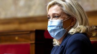 "Marine Le Pen, présidente du Rassemblement national, lors du débat sur le projet de loi sur la ""sécurité globale"" à l'Assemblée nationale, le 20 novembre 2020 (photo d'illustration). (BERTRAND GUAY / AFP)"