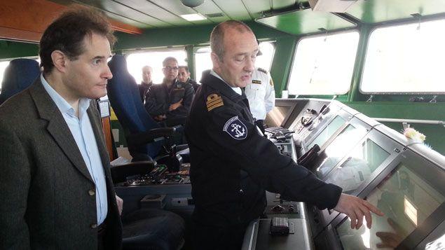 (Fabrice Leggeri ( à gauche) le nouveau patron de frontex avec Einar Valsson, le capitaine du Icelandic Tyr © RF/ Gaële Joly)