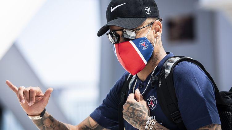 Neymar et ses équipiers ne reprendront certainement pas la Ligue 1 samedi, comme prévu. (CARLOS COSTA / AFP)
