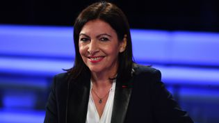 Anne Hidalgo, le 10 mars 2020,sur le plateau de France 2. (CHRISTOPHE ARCHAMBAULT / AFP)