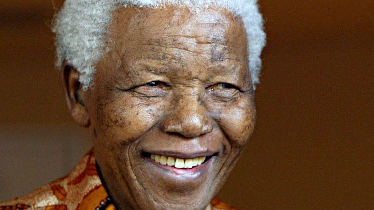 Nelson Mandela, le 26 octobre 2005, à Johannesbourg (Afrique du Sud). (GIANLUIGI GUERCIA / AFP)