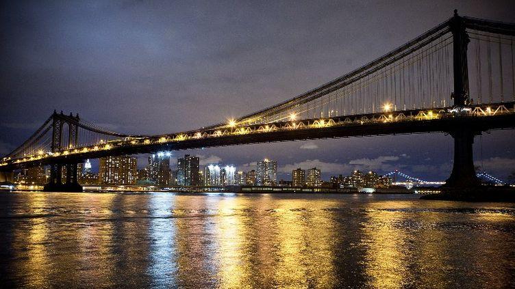 L'île de Manhattan a presque intégralement retrouvé l'électricité, le 3 novembre 2012 au petit matin. (ANDREW BURTON / GETTY IMAGES NORTH AMERICA)