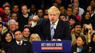 Boris Johnson fait campagne à Londres, le 11 décembre 2019. (BEN STANSALL / AFP)