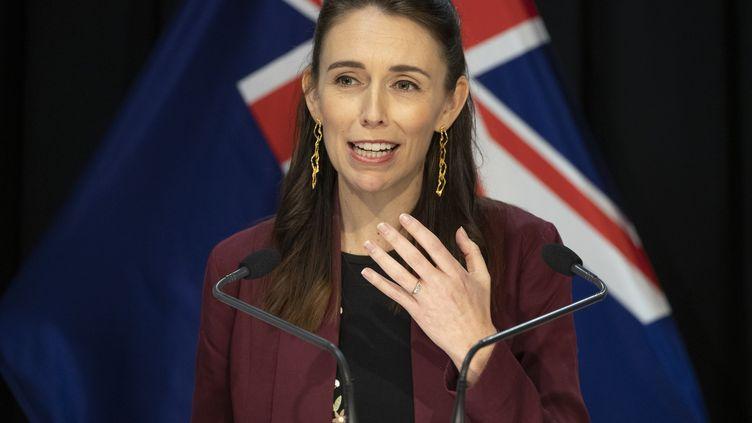 La Première ministre néo-zélandaise Jacinda Ardern lors d'une conférence de presse sur le coronavirus, à Wellington le 27 avril 2020 (MARK MITCHELL / POOL)