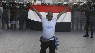 Un manifestant anti-Morsi dans les rues du Caire (Egypte), le 3 juillet 2013. (AMR DALSH / REUTERS)