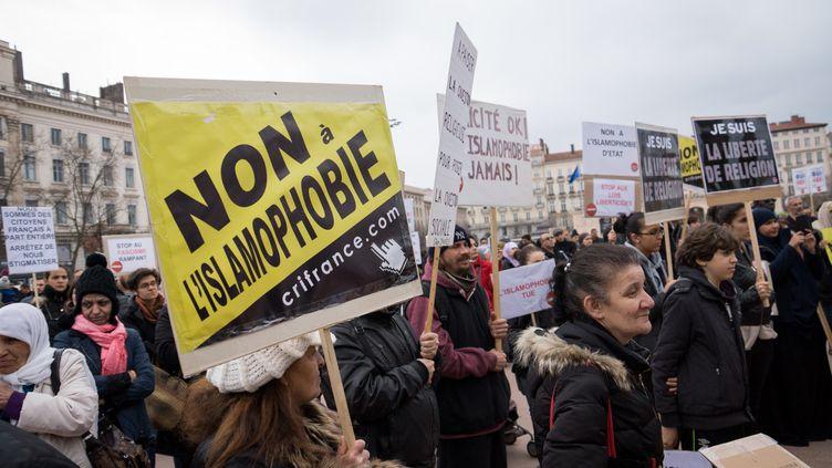 Une manifestation contre l'islamophobie à Lyon (Rhône), le 15 mars 2015. (NICOLAS LIPONNE / AFP)
