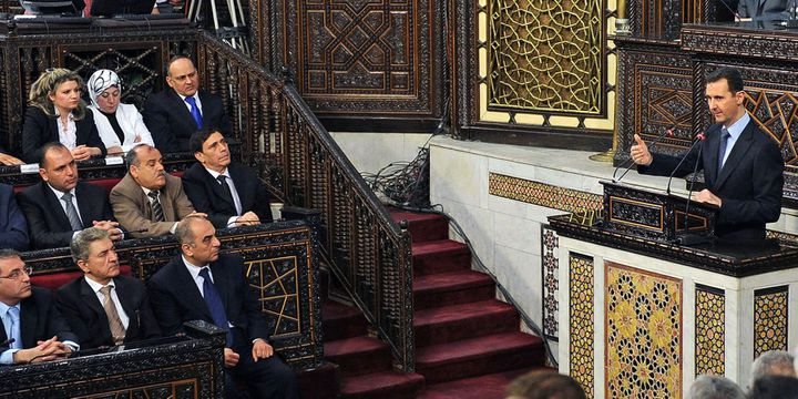 Le président syrien, Bachar el Assad, s'adressant au Parlement à Damas le 3 juin 2012. Comme si de rien n'était. (AFP - Sana)
