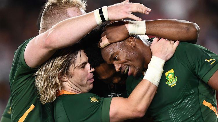 Le Su-AfricainMakazole Mapimpia inscrit le premier essai du match face à l'Angleterre en finale de la Coupe du monde de rugby, àYokohamale samedi 2 novembre 2019. (ANNE-CHRISTINE POUJOULAT / AFP)