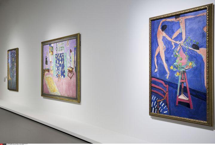 """La salle des Matisse : au centre: L'atelier du peintre (l'Atelier rose) 1911 ˆ droite: Les Capucines a """" La Danse II """" 1912  (Gilles BASSIGNAC/JDD/SIPA)"""