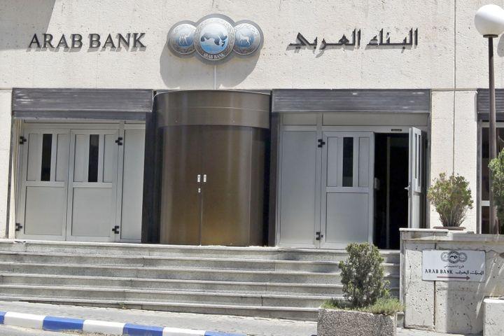 Le bureau principal d'Arab Bank est situé à Amman (Jordanie), ici le 16 août 2014. (KHALIL MAZRAAWI / AFP)