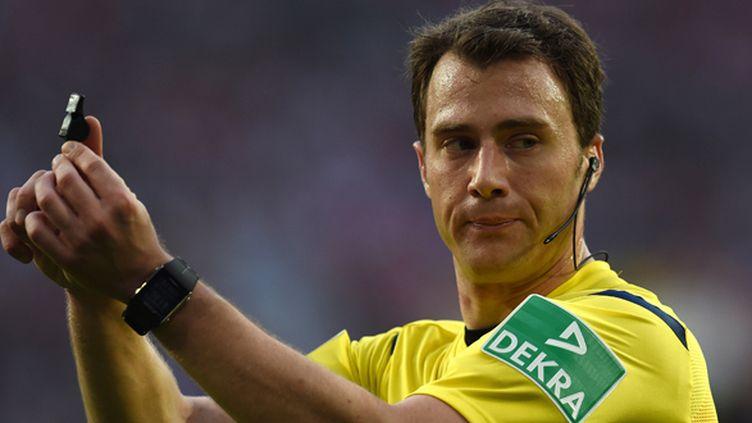Felix Zwayer, élu arbitre de l'année 2014 en Allemagne (PATRIK STOLLARZ / AFP)
