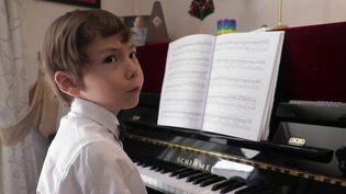 A 6 ans, Guillaume est déjà un virtuose au piano. Il vient de remporter un concours prestigieux à Salzbourg, en Autriche. (France 2)