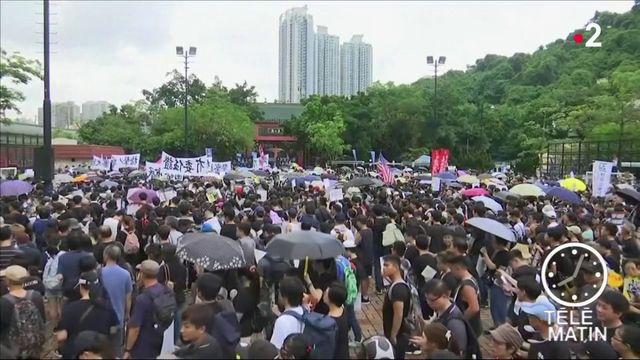 Hong Kong : des heurts lors d'une nouvelle mobilisation massive