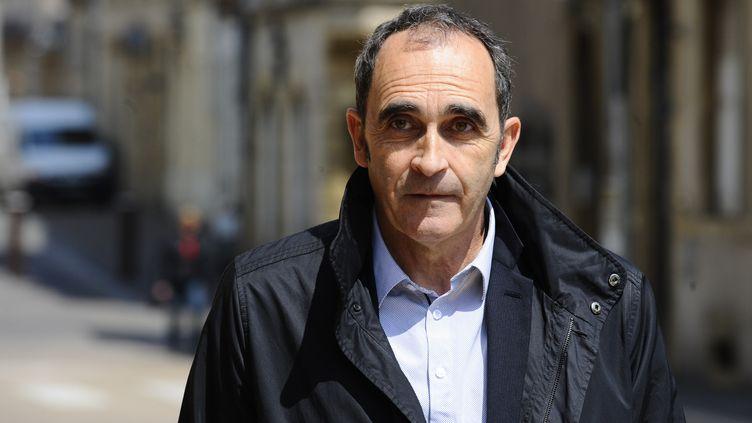 L'ancien gendarme Jean-François Abgrall, à son arrivée au procès de Francis Heaulme, le 9 mai 2017, à Metz (Moselle). (JEAN CHRISTOPHE VERHAEGEN / AFP)