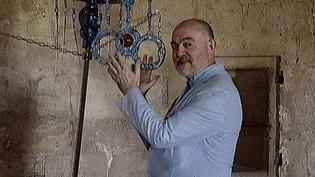 L'abbaye de Montmajour a donné carte blanche à l'enfant du pays, Christian Lacroix, pour imaginer une exposition d'art contemporain  (France3 / Culturebox)