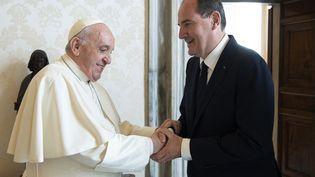Le pape François et le Premier ministre Jean Castex au Vatican, le 18 octobre 2021. (VATICAN MEDIA / VATICAN MEDIA / AFP)