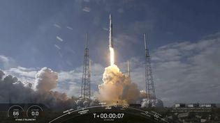 Une fusée Falcon 9 de SpaceX décolle de Cape Canaveral (floride) avec à bord 60 satellites Starlink. (HANDOUT / SPACEX)