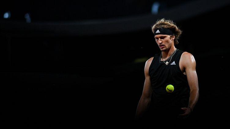 Le niveau de jeu d'Alexander Zverev s'améliore de tour en tour à Roland-Garros 2021. (ANNE-CHRISTINE POUJOULAT / AFP)