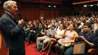 """Costa-Gavras présente son film """"Le Capital"""" au au 53e festival de Salonique (Grèce) le 3 novembre 2012  (SAKIS MITROLIDIS / AFP)"""