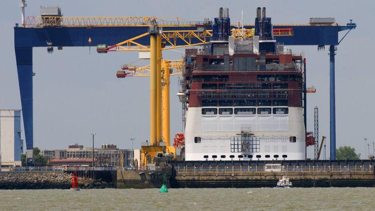 Un bateau en construction aux chantiers de Saint-Nazaire (Loire-Atlantique), le 25 février 2014. (HERVE RONNE / ONLY FRANCE)