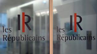 Les portes du siège du parti Les Républicains, à Paris, le 11 juillet 2017. (BERTRAND GUAY / AFP)