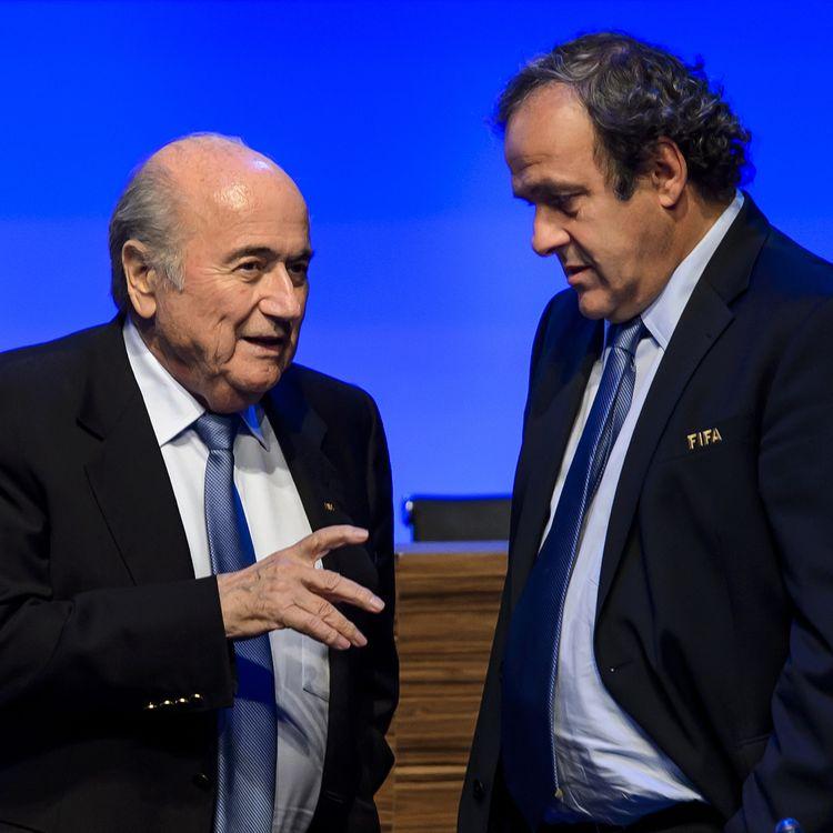 Le président de la Fifa, Sepp Blatter, et le président de l'UEFA, Michel Platini, le 11 juin 2014 à Sao Paulo (Brésil). (FABRICE COFFRINI / AFP)