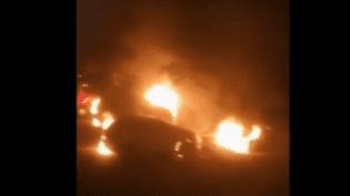 Des voitures qui brûlent, chaque nuit : le spectacle est devenu quasi quotidien dans le bassin minier de Montceau-les-Mines (Saône-et-Loire). Face à la pression des habitants, la maire veut instaurer un couvre-feu dès dimanche 4 novembre. (FRANCE 3)
