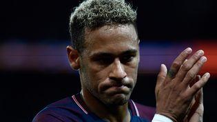 L'attaquant du PSG Neymar, lors du match de Ligue 1 face à Lyon, le 17 septembre 2017. (CHRISTOPHE SIMON / AFP)