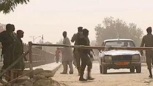 Capture d'écran -Au nord du Cameroun, dans la région frontalière avec le Nigeria, les membres du groupe jihadiste Boko Haram ont souvent semé la terreur comme le confirment les habitants de Fotokol rencontrés par les envoyés spéciaux de France 2, enfévrier 2013. (FRANCETV INFO / FRANCE 2)