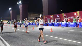 Le Français Yohann Diniz participe à la course du 50 km marche hommes lors des Championnats du monde d'athlétisme de l'IAAF au stade Khalifa à Doha (Qatar), le 27 septembre 2019.  (STEPHANE KEMPINAIRE / KMSP)