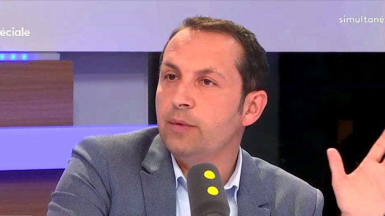 """Sébastien Chenu, député du Nordet porte-parole duFront national, était l'invité de """"Tout est politique"""" mardi 8 mai sur franceinfo. (FRANCEINFO)"""