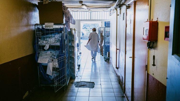 Une infirmière dans le vaccinodrome de Toulouse qui a ouvert en mars 2021. (MAXIME LEONARD / HANS LUCAS / AFP)