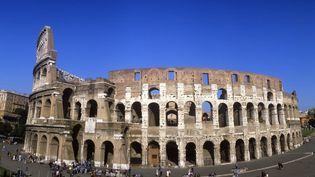 La Colisée, dont la partie externe a été restaurée, est menacé dans ses murs intérieurs.  (Leemage)