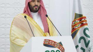 Le prince héritier saoudien Mohammed ben Salmane, participe, depuis Riyad, en Arabie saoudite,à une conférence à distance d'un sommet du G20, le 22 novembre 2020. (BANDAR AL-JALOUD / SAUDI ROYAL PALACE / AFP)