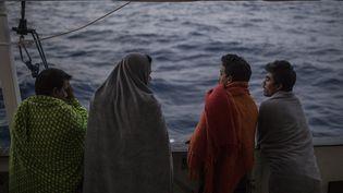 Des migrants à bord d'un navire de l'ONG Proactiva Open Arms en Méditerranée, le 1er juillet 2018. (OLMO CALVO / AFP)